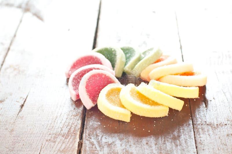 Caponata delizioso, piatto italiano tipico con melanzana, zucch fotografia stock libera da diritti