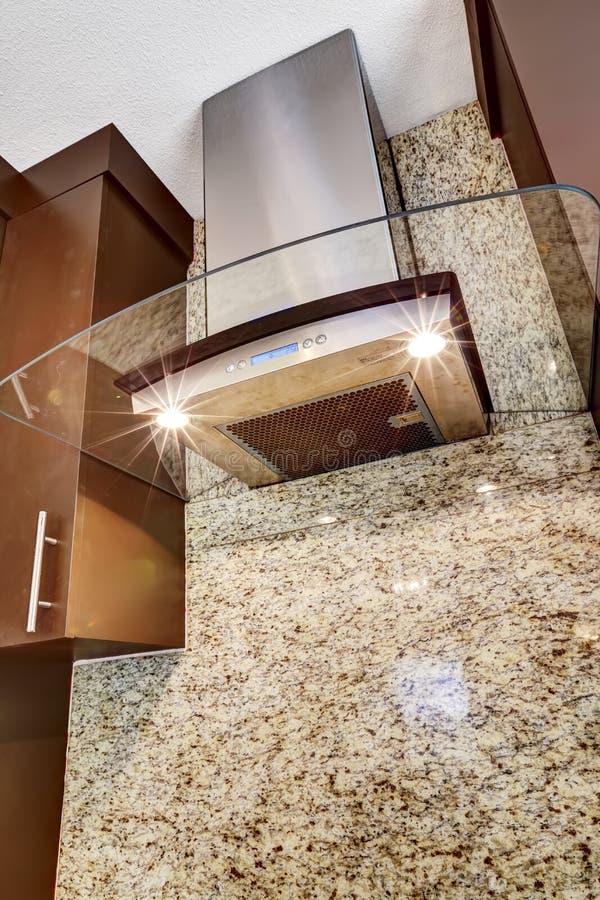Capot en acier moderne de cuisine avec l'élément en verre images libres de droits