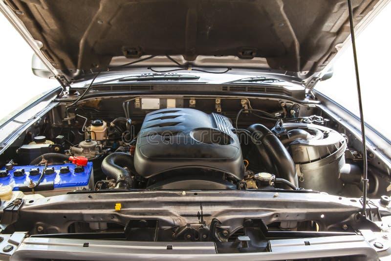 Capot ouvert sur 2500cc camion pick-up diesel de moteur de turbo en détail images stock