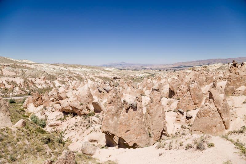 Cappadocia,土耳其 一个山Devrent谷的美丽的景色与风化图的  图库摄影