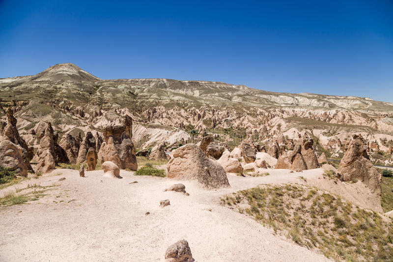 Cappadocia,土耳其 Devrent谷的美好的山风景与风化图的  免版税库存图片