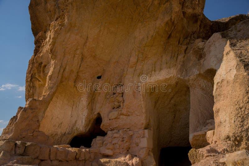 Cappadocia, Τουρκία Η παλαιά τακτοποίηση τρωγλοδυτών Cavusin, όπου μπορείτε να δείτε τον παλαιότερο βράχο έκοψε την εκκλησία στην στοκ εικόνες