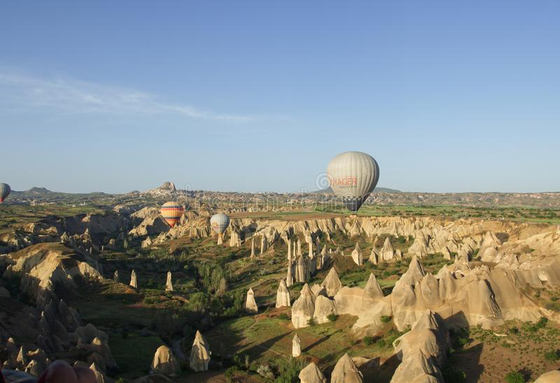 Cappadocia da paisagem com balões imagens de stock