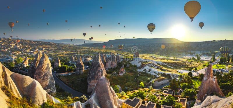 Cappadocia dolina przy wschodem słońca fotografia royalty free