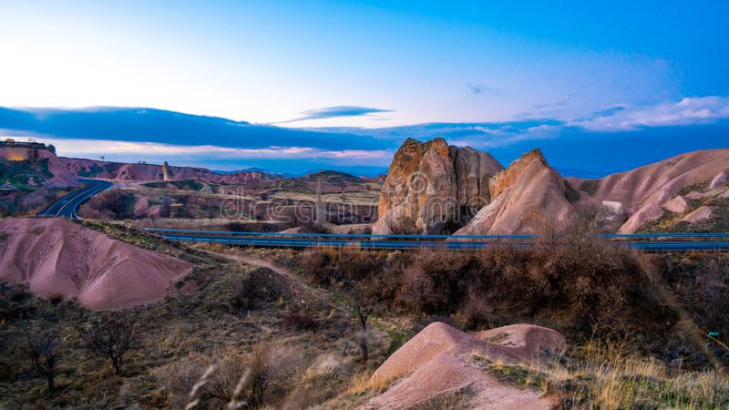 Cappadocia-Landschaft-Goreme-Dorf, die Türkei stockfotos