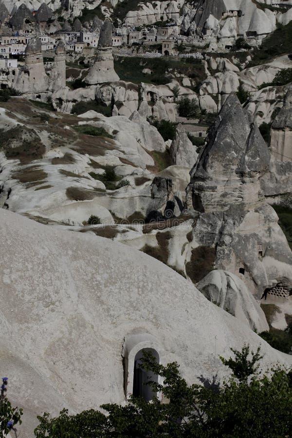 Cappadocia sikt av hus i stenar och ovanlig historisk prou arkivbilder