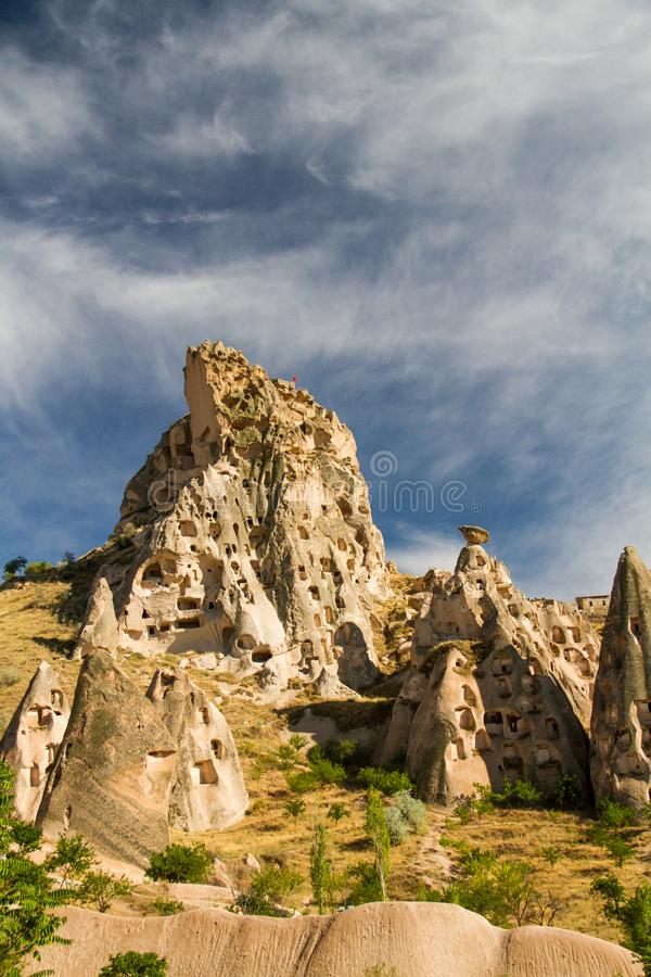 Cappadociarotsen en vensters in de berg stock fotografie