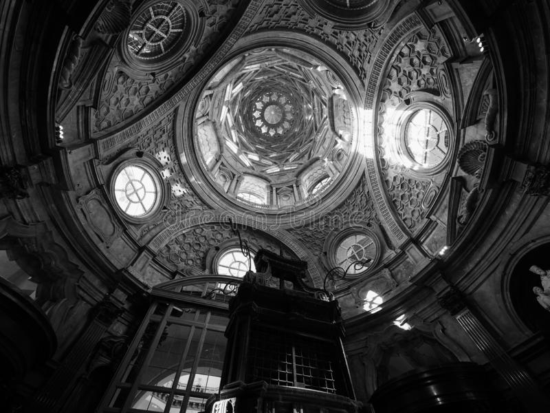 Cappella dellaSindone kupol i Turin i svartvitt arkivfoto