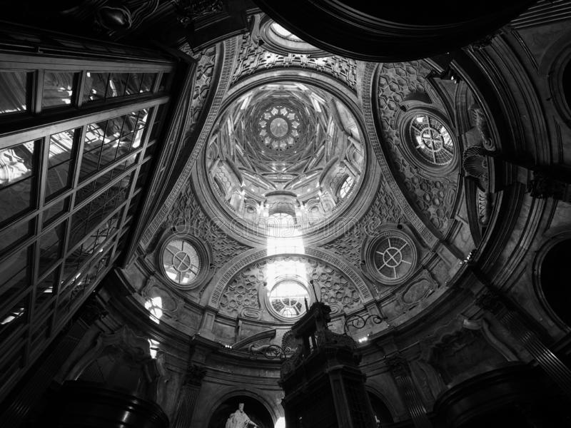 Cappella dellaSindone kupol i Turin i svartvitt royaltyfri bild