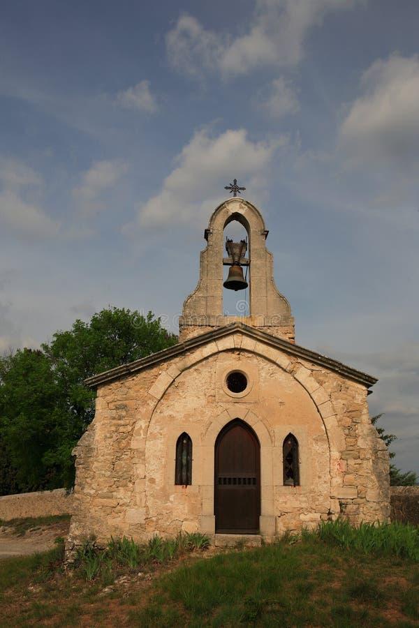 Cappella Desolated del bordo della strada in Francia fotografie stock