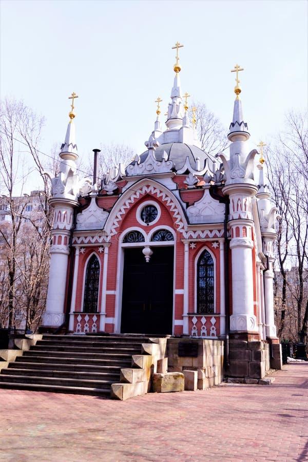 Cappella di San Nicola al cimitero di trasfigurazione, architettura gotica di Mosca La cappella di Nikolskaya è stata costruita n fotografia stock