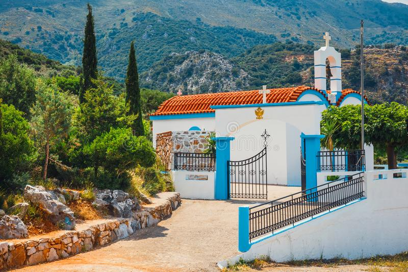 Cappella e montagne bianche, isola di Creta, Grecia immagini stock