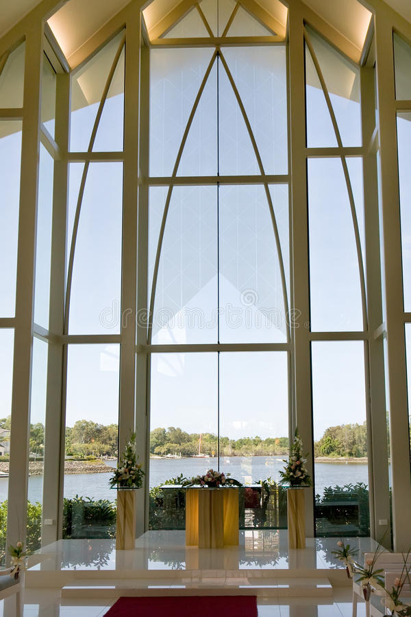 Cappella moderna di cerimonia nuziale immagine stock