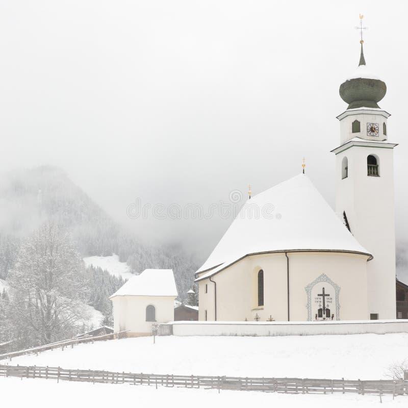 Cappella nel Tirolo ad orario invernale, Wildschonau, alpi, Austria fotografie stock