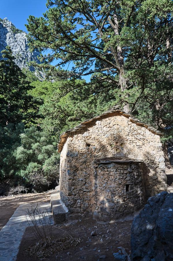Cappella ortodossa della pietra in Samaria Gorge fotografia stock libera da diritti