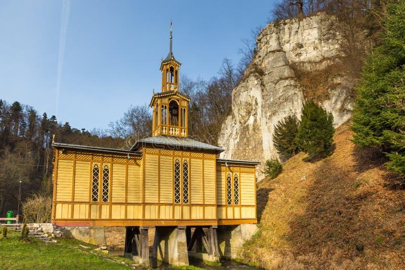 Cappella sull'acqua in Ojcow nel parco nazionale di Ojcowski, Ojcow, Polonia fotografie stock libere da diritti