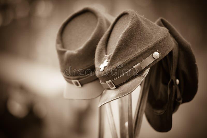 Cappelli della guerra civile sulle baionette immagini stock libere da diritti