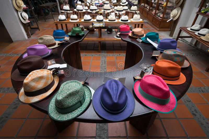 Cappelli di Panama Colourful a Cuenca immagine stock