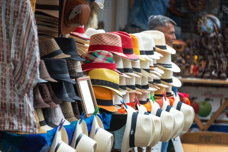 Cappelli di Panama del mercato di Otavalo fotografie stock libere da diritti