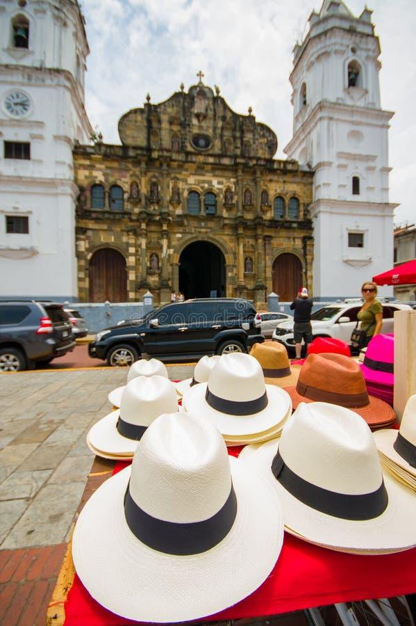 Cappelli di Panama nella città di Pamana immagini stock