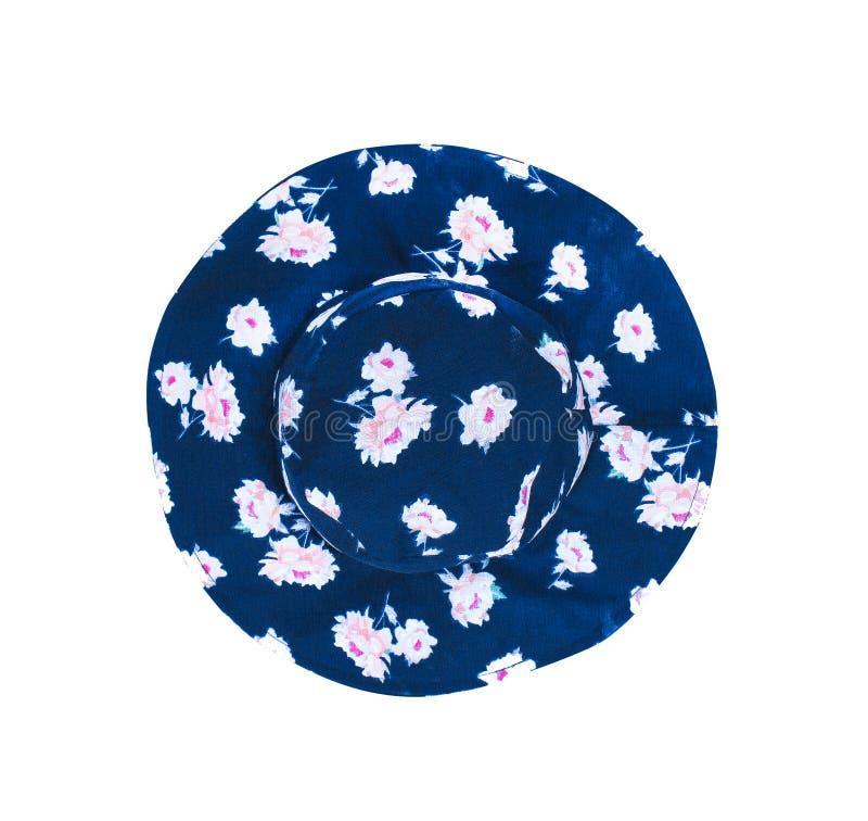 Cappello blu scuro del tessuto di estate di vista superiore con i modelli di fiore rosa isolati sul percorso bianco di ritaglio e immagini stock