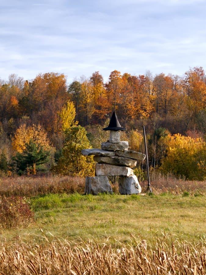 Cappello d'uso della strega della scultura della pietra di Inuksuk fotografia stock
