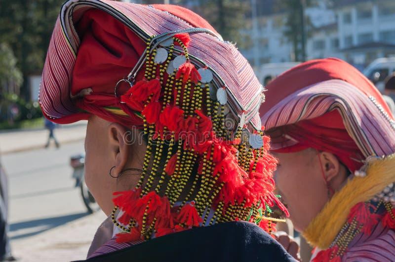 Cappello della donna dal gruppo etnico rosso di Dao. Sapa immagini stock libere da diritti