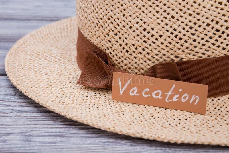 Cappello di paglia per la vacanza, fine su fotografie stock