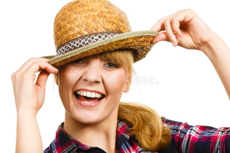 Cappello e camicia d'uso sorridenti del sole della donna di Portait fotografie stock