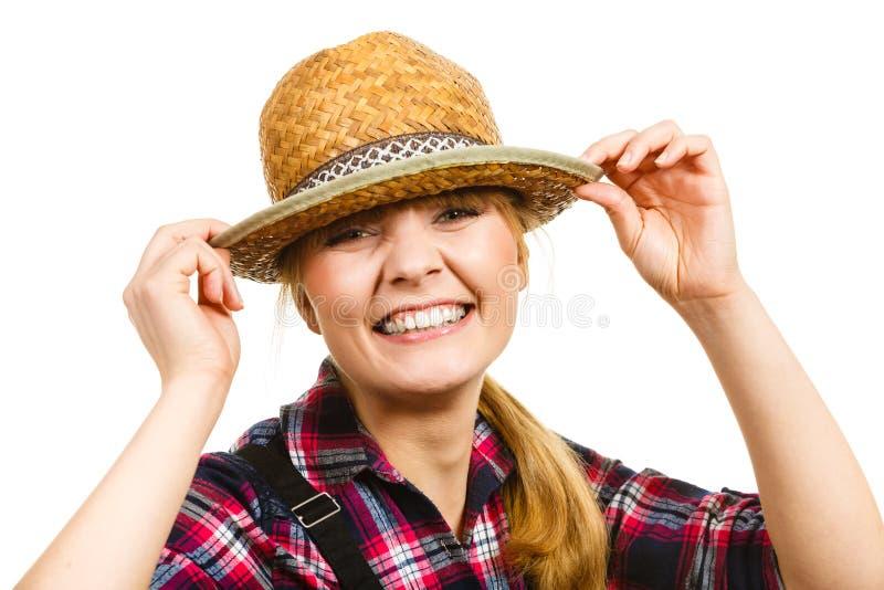 Cappello e camicia d'uso sorridenti del sole della donna di Portait immagine stock