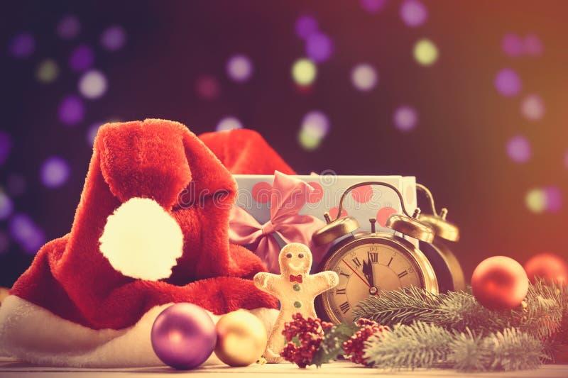 Cappello e regali di Santa immagine stock libera da diritti