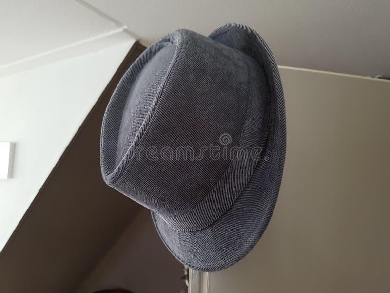 Cappello grigio del mens fotografie stock