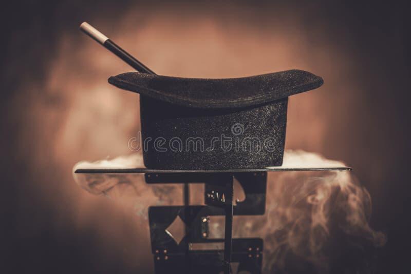 Cappello superiore e una bacchetta magica immagine stock libera da diritti