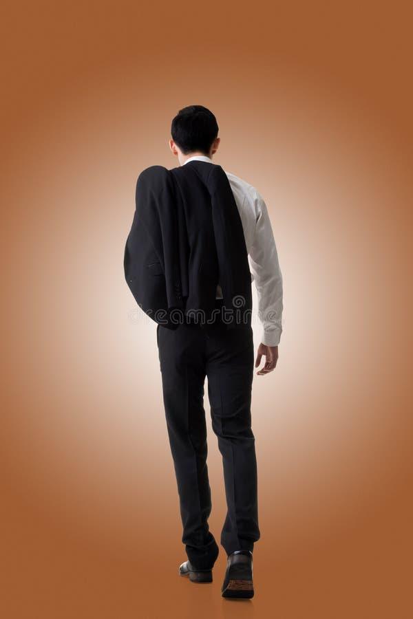 Cappotto della tenuta dell'uomo d'affari fotografia stock libera da diritti