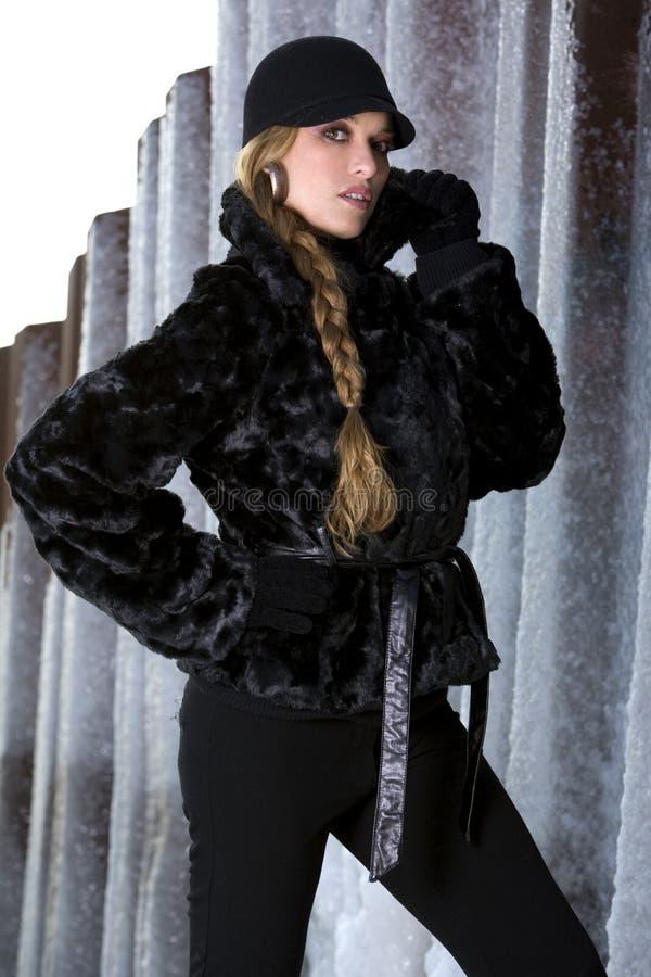 Cappotto di pelliccia nero fotografia stock libera da diritti