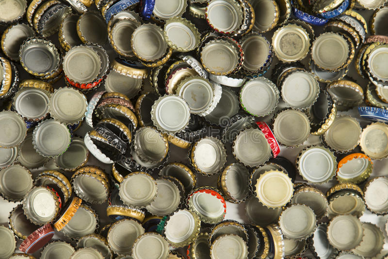 Cappucci della bottiglia di birra fotografia stock