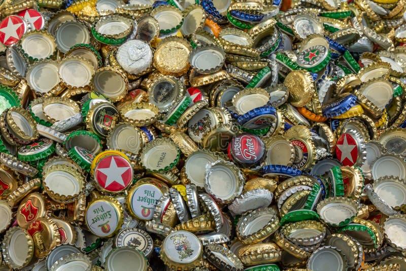 Cappucci della plastica e del metallo Riciclaggio, ambiente, ecologia fotografia stock libera da diritti