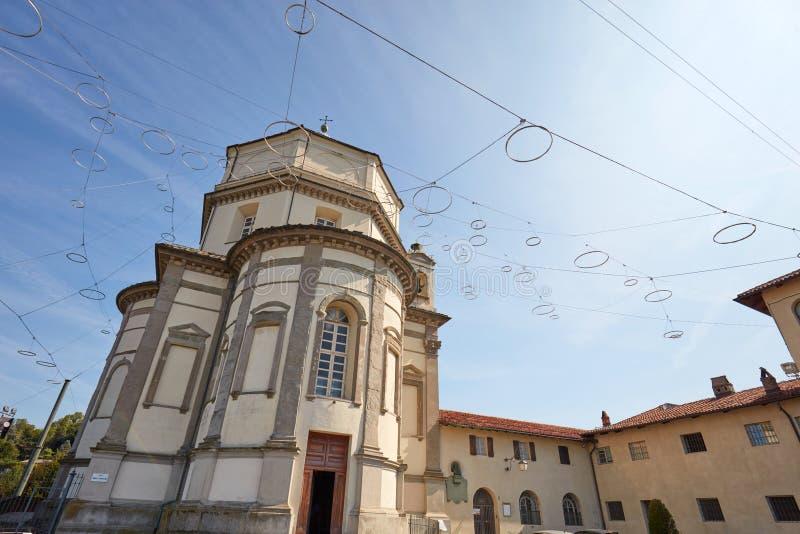 Cappuccini连斗帽女大衣修士教会门面登上或登上在一好日子在都灵,意大利 库存图片