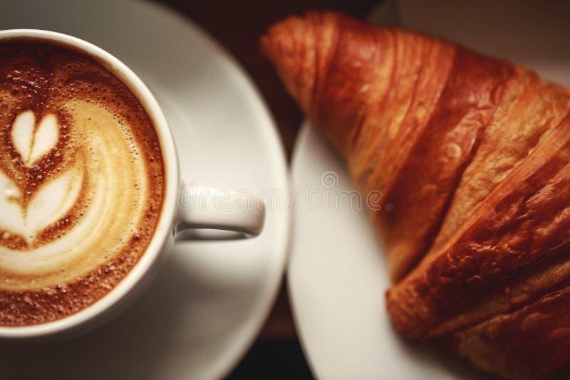 Cappuccino avec la belle mousse photo libre de droits