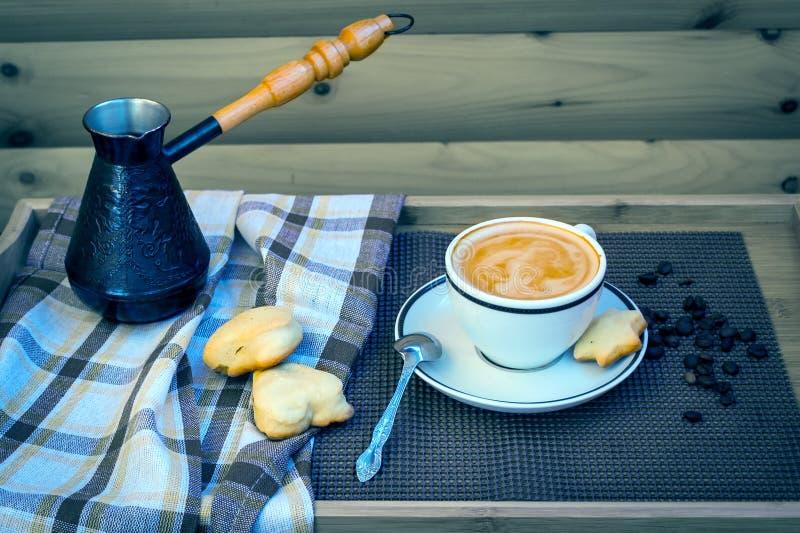 Cappuccino bielu filiżanka obraz stock