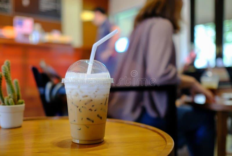 Cappuccino congelado do café no copo afastado fotos de stock royalty free