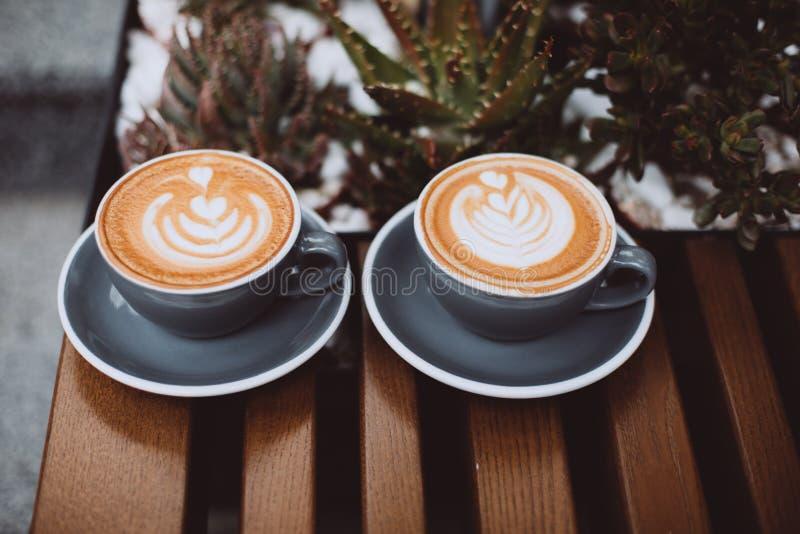 cappuccino cups tv? arkivfoto