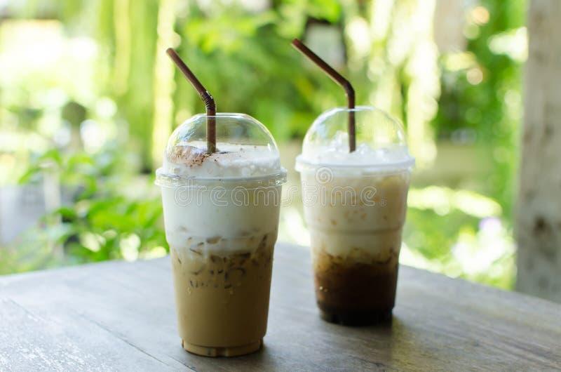 Cappuccino de glace et café de latte images stock