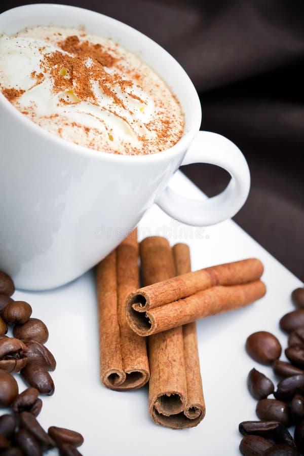Cappuccino e bolinhos foto de stock