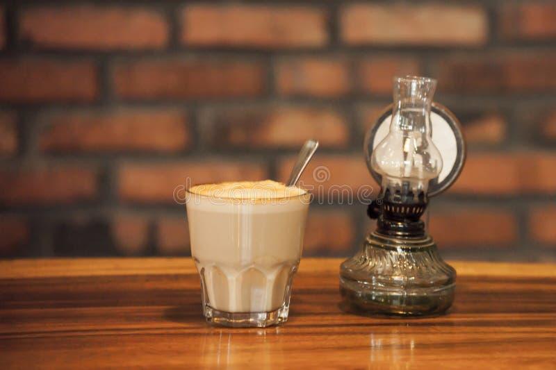 Cappuccino e lanterna immagine stock libera da diritti