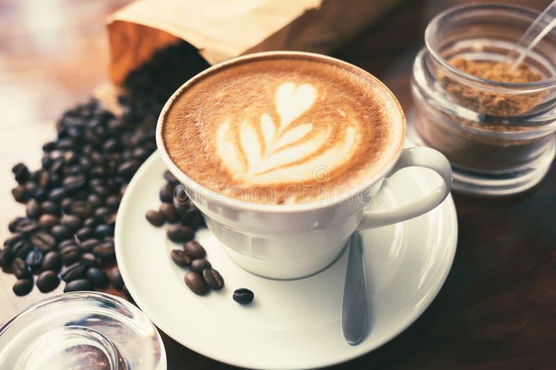 Cappuccino e zucchero bruno immagine stock libera da diritti