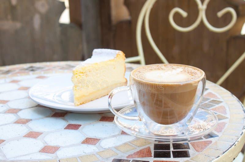 Cappuccino en tofu kaastaart stock foto