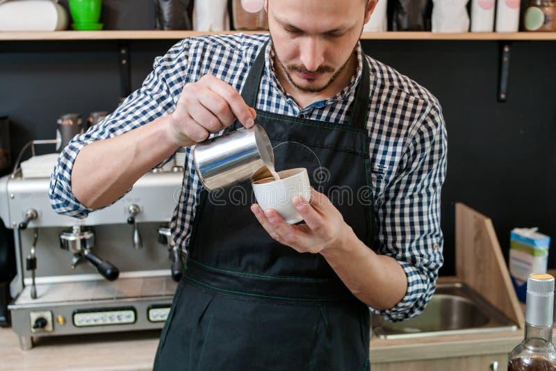 Cappuccino för dekor för barista för cafeteriamenyrecept arkivfoto
