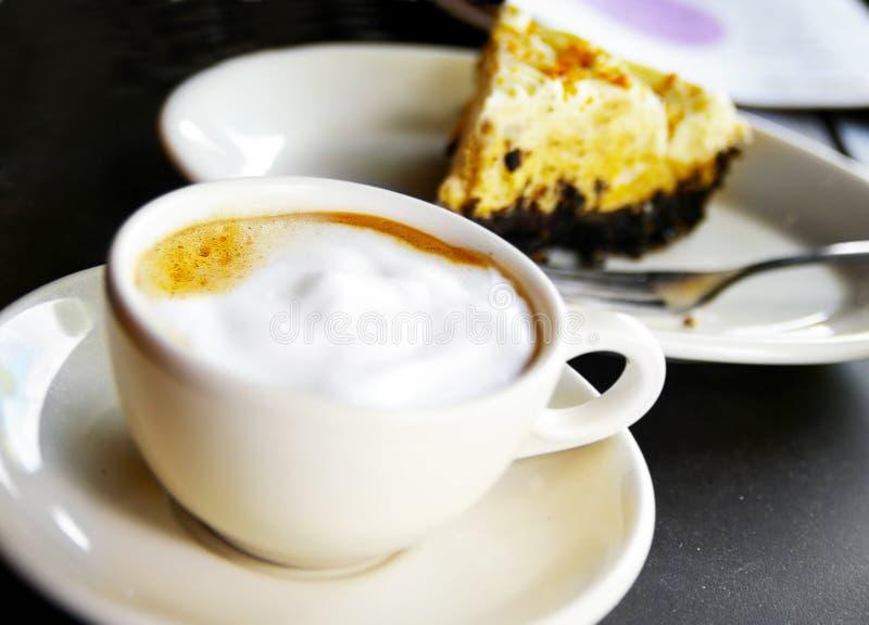 Cappuccino i czekolady kulebiak zdjęcie royalty free