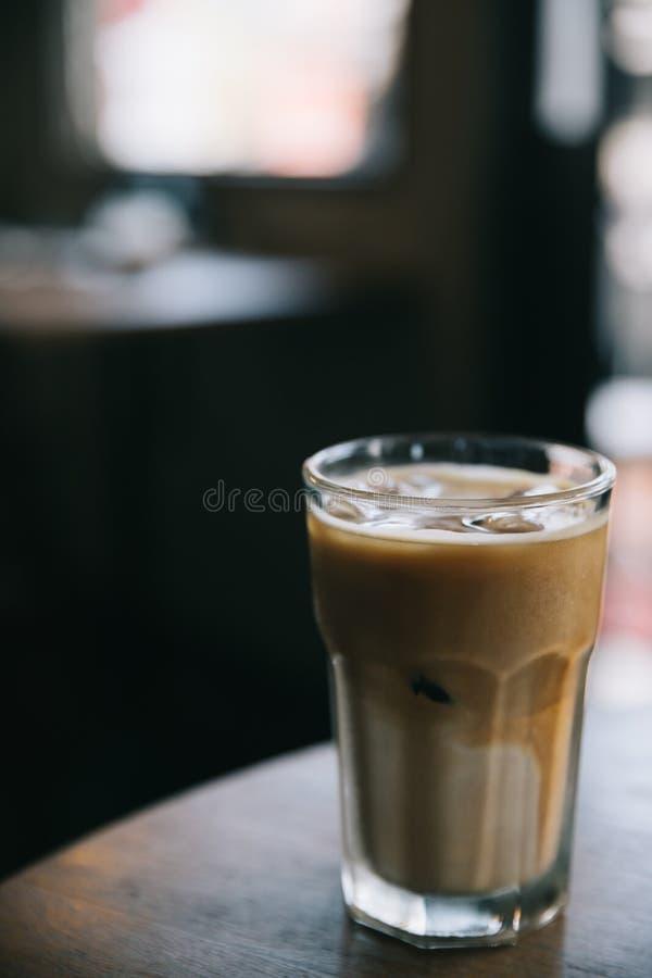 Cappuccino- oder Latteeiskaffee lizenzfreie stockfotos